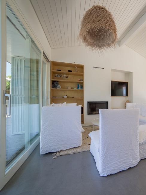 interior blanco boho en una casa de Comporta