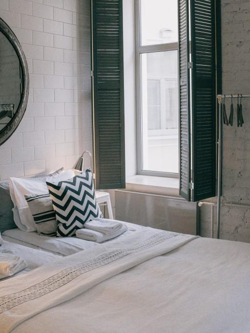 habitacion verde azul y blanca