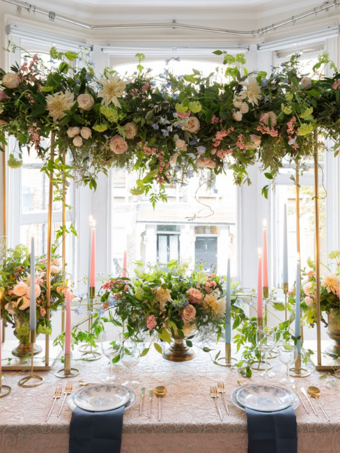 Decoración de mesa de bodas con flores