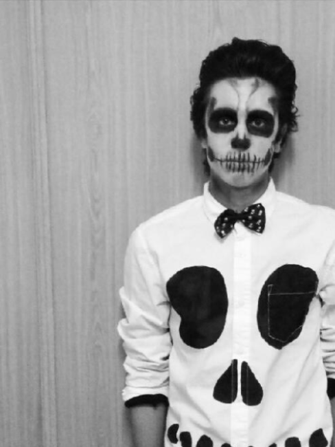 hombre disfraz esqueleto