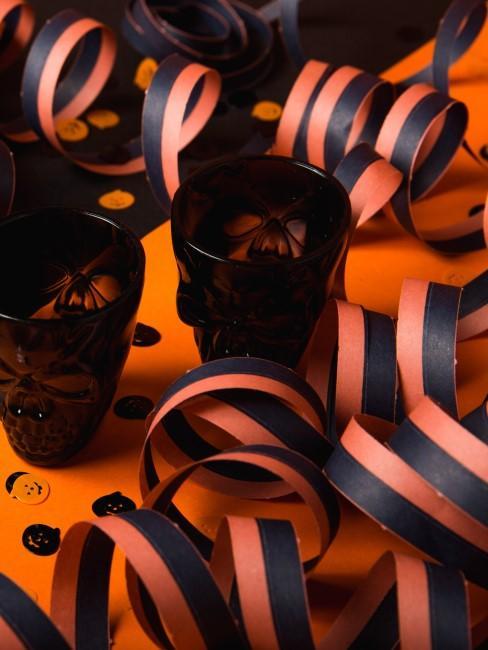 vasos y accesorios para una fiesta de halloween