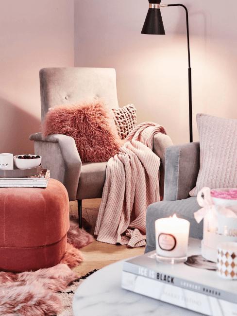 angolo relax con poltrona e cuscini
