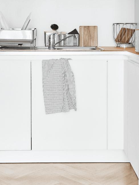 Dettaglio cucina in stile scandinavo bianca