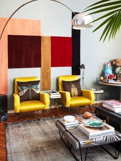 colori caldi e freddi soggiorno giallo e rosso