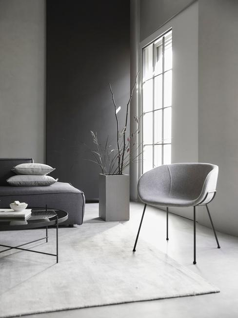 industrieel interieur woonkamer grijs bank vloerkleed stoel wanden