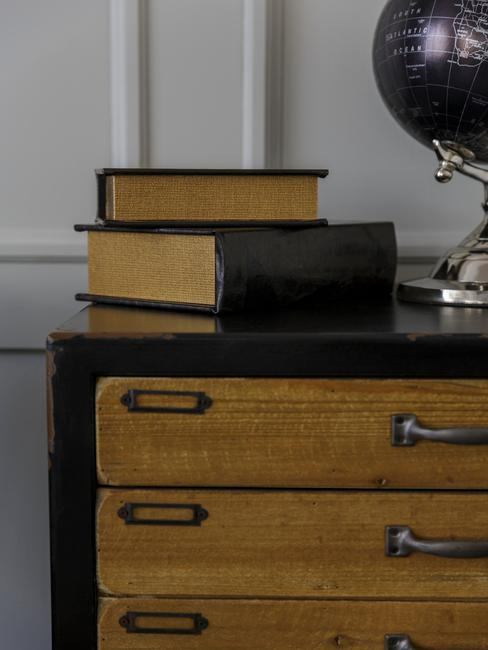 Close-up ladekast met boeken