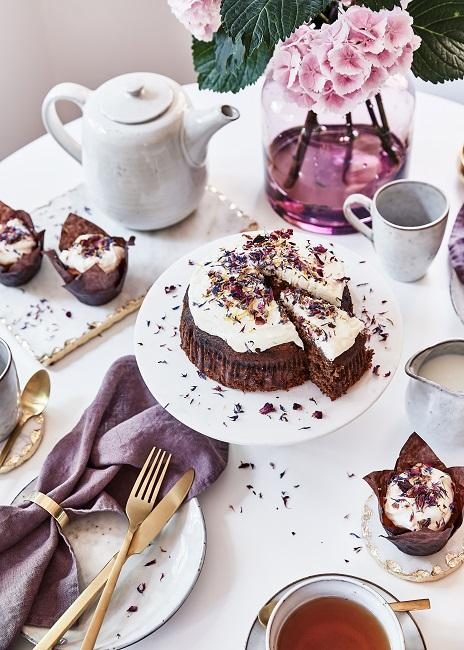 Moederdag ontbijt chocoladetaart