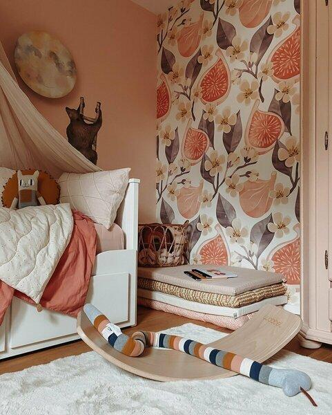 Babykamer inrichten inspiratie oud roze met wit bed en pasteltinten