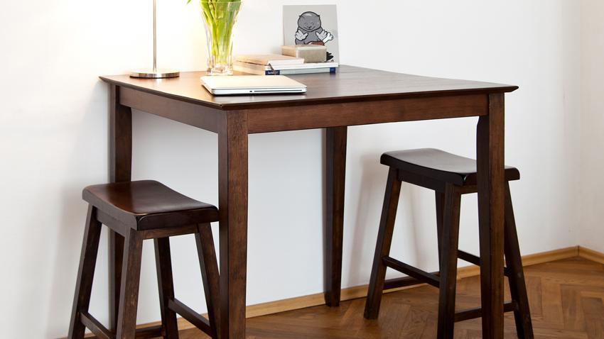 Dřevěný barový stolek