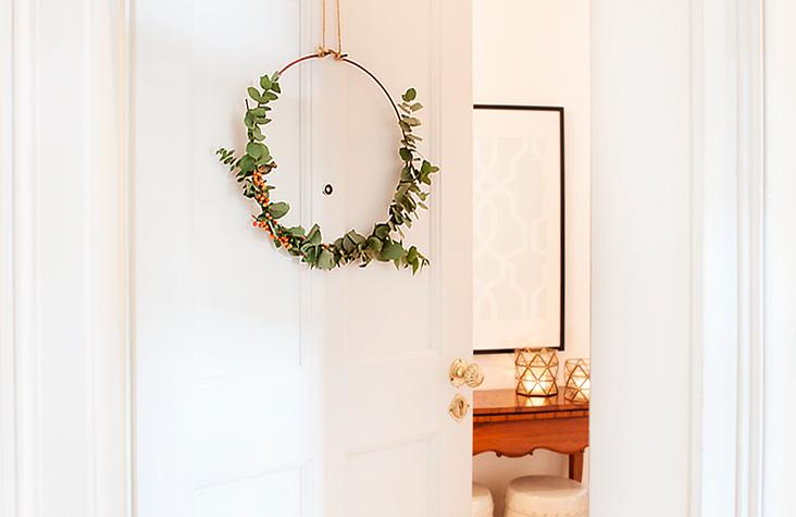 Corona de eucalipto para la puerta