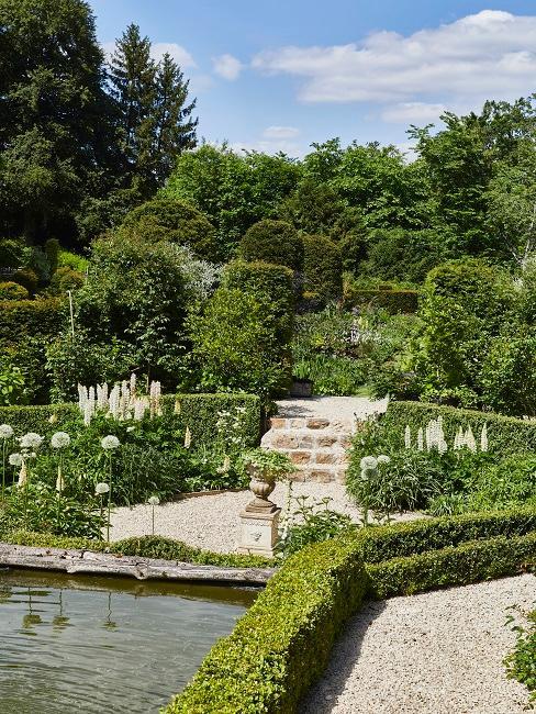 moderner Garten Wasser Teich