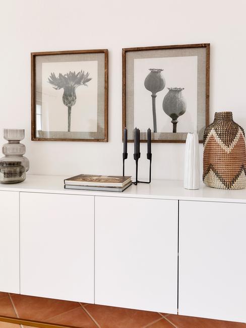 Obrázky v obýváku ve skandinávském stylu