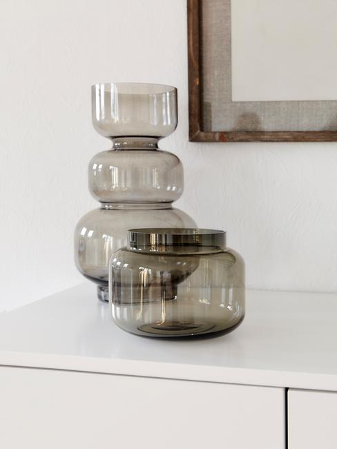 Vázy v obýváku ve skandinávském stylu