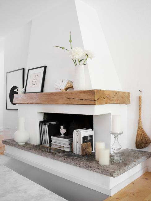 Malý obývací pokoj s krbem