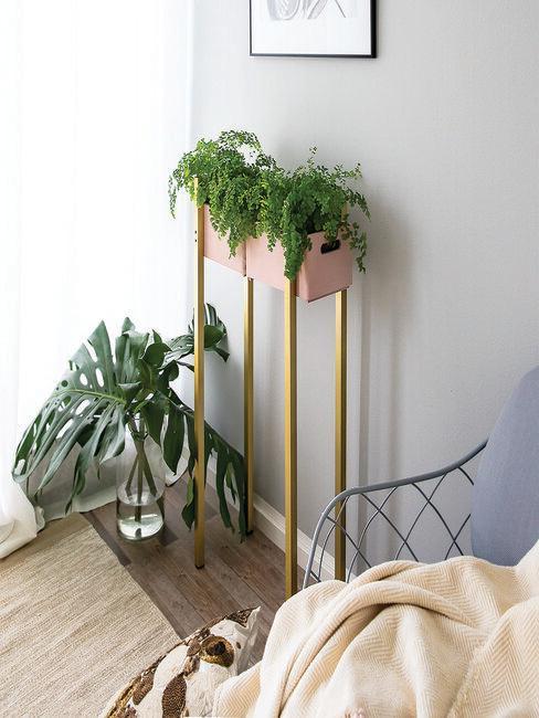 jak-vyrobit-dřevěný-stojan-na-květiny