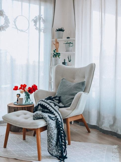 Křeslo v interiéru