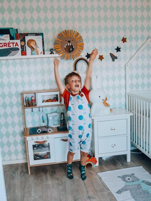 Syn autorky v dětském pokoji