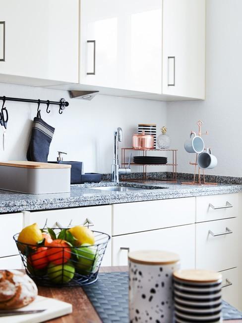Mramorová-deska-v-kuchyni