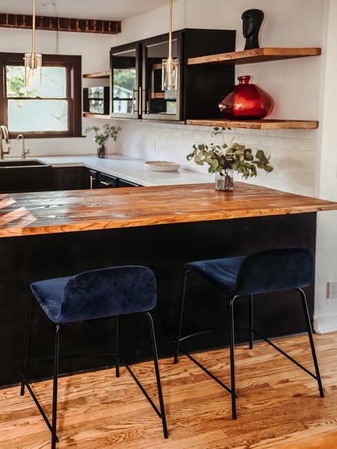 černá kuchyně