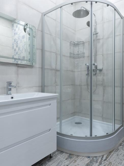 sprchovací kout v bílé