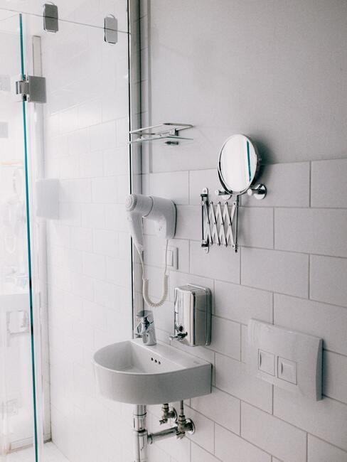 sprchovací kout v bílé 2