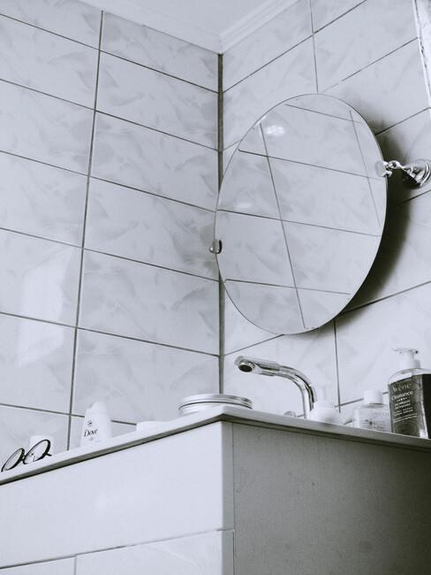 umývadlo se zrcadlem