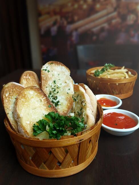 česnekový chleba