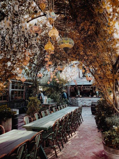 Kvetinova-vyzdoba-salu