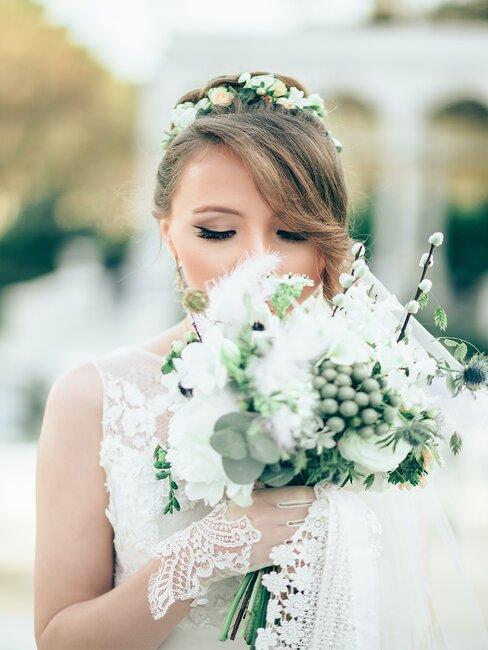 Nevěsta se svatební dekorací