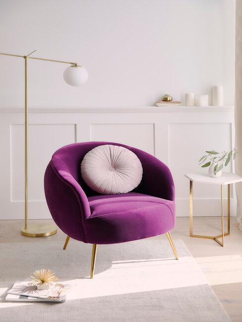 Fialová barva do obývacího pokoje 2