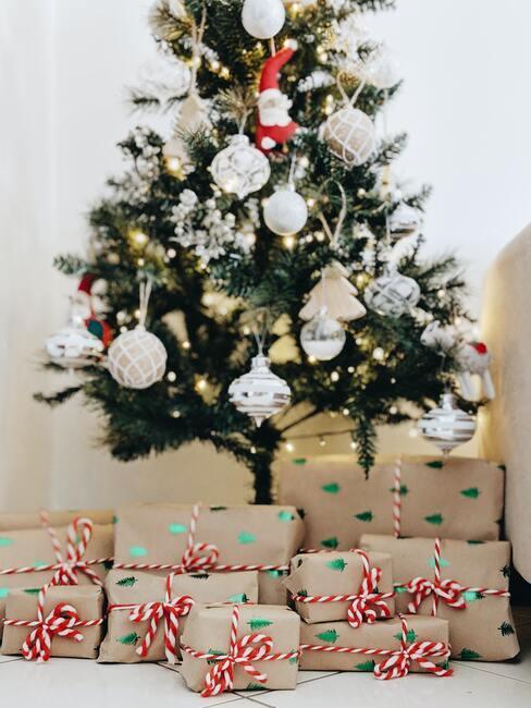 Které barvy a materiály použít při balení vánočních dárků