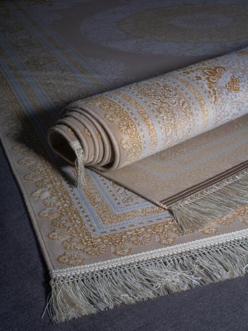 hedvabny koberec