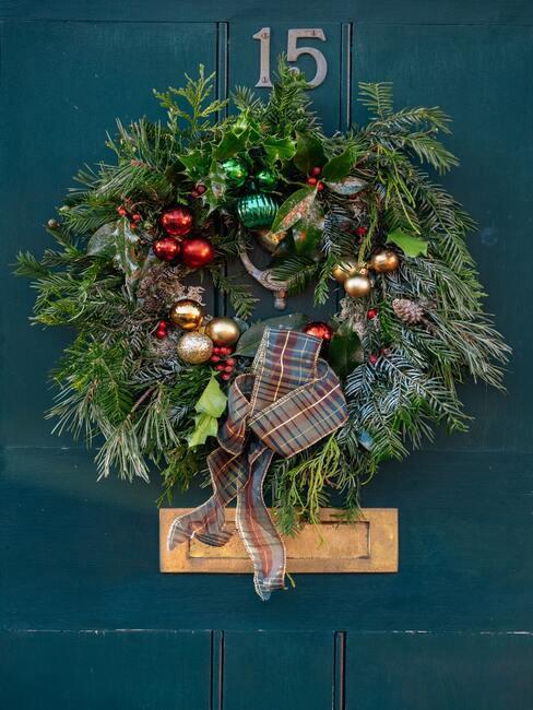 DIY návod: jak vyrobit vánoční věnec na dveře?