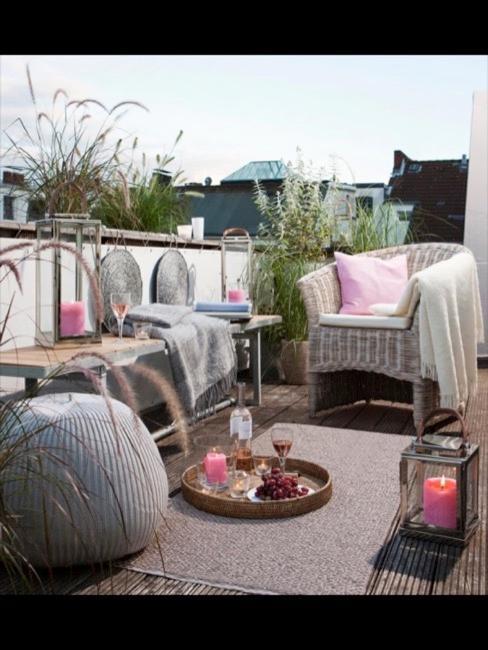 Cocconing Möbel und Decken auf Balkon