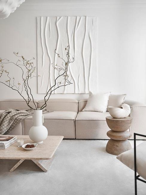 Wohnzimmer in Beige-Weiß und Möbeln