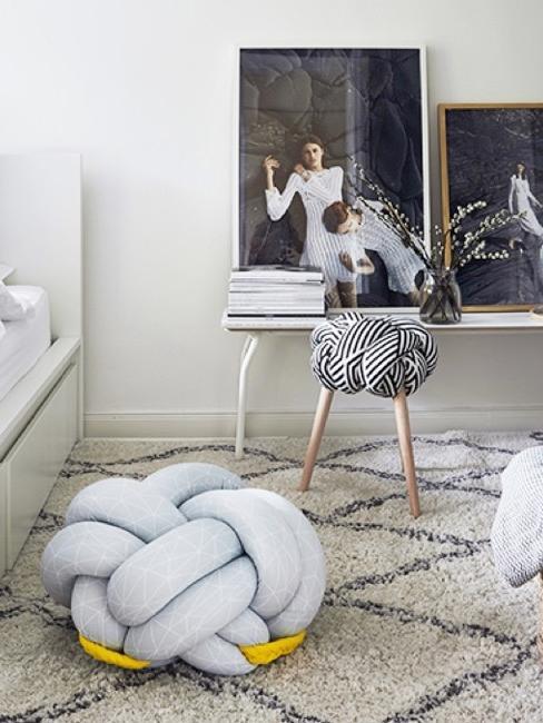 Decoración de dormitorio con cojín nudo
