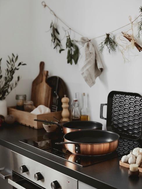 Coin-cuisine en cuivre, noir et bois