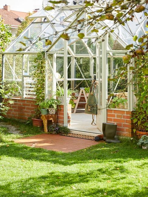 Gartenhaus mit Glasfronten
