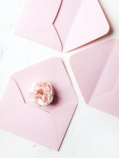 Hochzeitsgeschenk Geld Umschlag mit Blumen in rosa verschönern