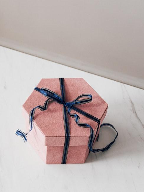 Hochzeitsgeschenk Geld verpacken in einer Geschenkbox