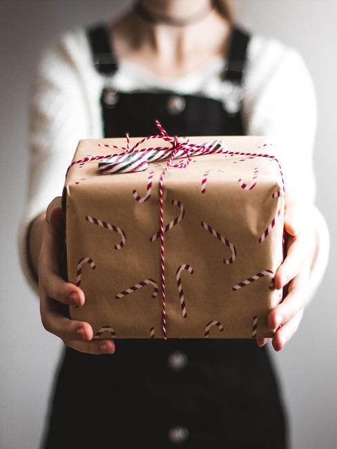 Pacco regalo in carta marrone