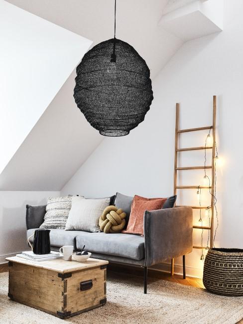 Holzleiter Deko im Wohnzimmer mit Lichterkette