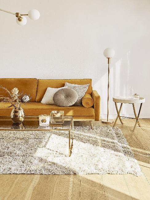 Gelbes Sofa im Retro Stil