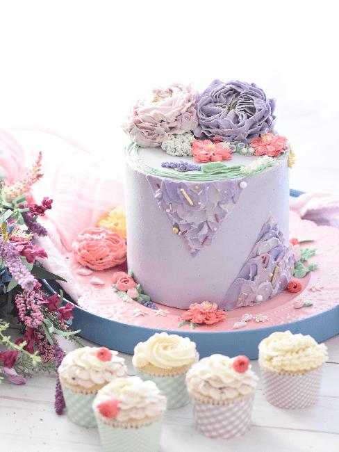 Jugendweihe Lila Torte und Cupcakes
