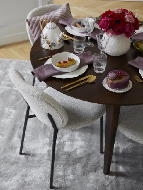 New Heritage Esszimmer mit Esstisch, Stühlen und Kissen