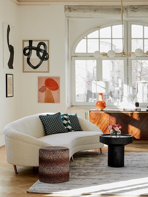 New Heritage Wohnzimmer mit Sofa, Pouf und Kommode