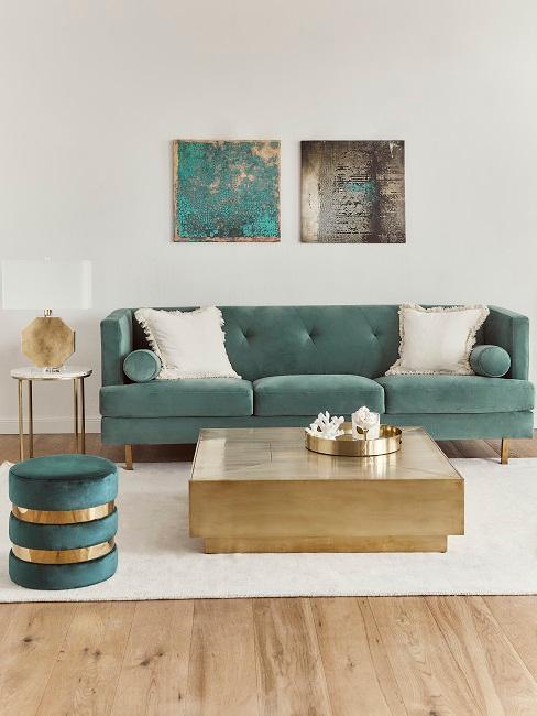 Wohnzimmer in Grün und Goldtönen