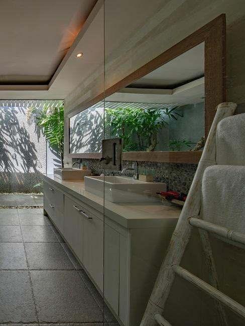 Luxus Badezimmer im Bali Stil.