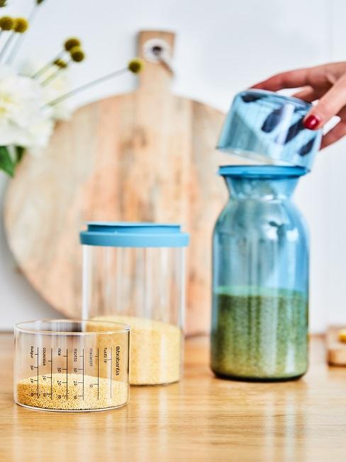 Speisekammer einrichten Aufbwahrungsdose mit Zucker