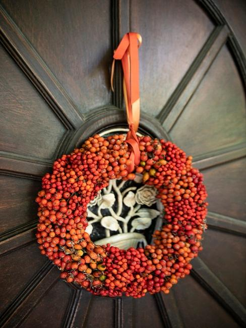 Haus Deko Tür mit orangenem Türkranz